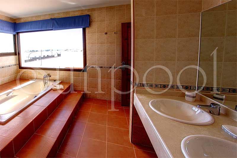 Villas blancas 3 alquiler de villas en lanzarote - Villas en lanzarote con piscina privada ...