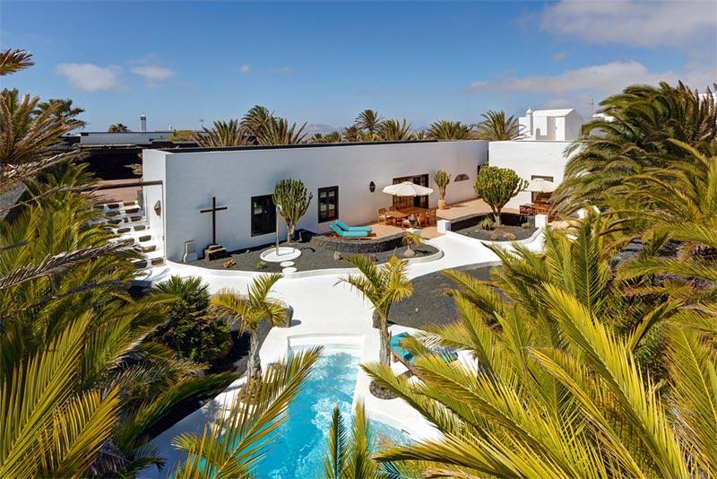 Villas blancas 2 villas de lujo en playa blanca lanzarote - Villas en lanzarote con piscina privada ...