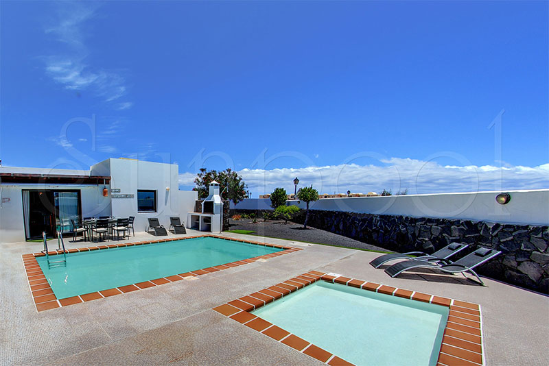 Villa volc n villas lanzarote for Villas en lanzarote con piscina privada